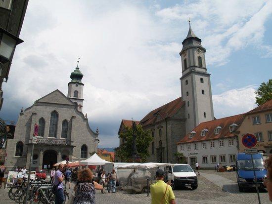 Altes Rathaus: Plein met de 2 kerken