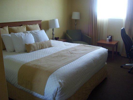Best Western Plus Gatineau-Ottawa : bed