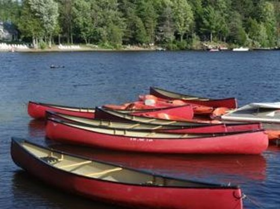 Taboo Muskoka Resort: Free Canoes on the waterfront