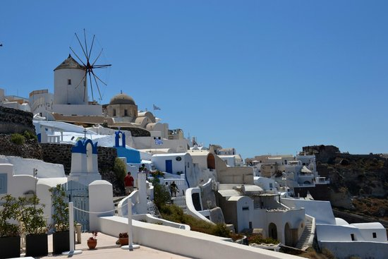 White Pearl Villas: View of Oia from the balcony