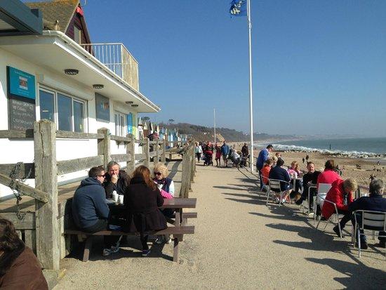 The Beach Hut Cafe : Promenade seating