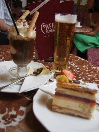 Cafe Central Wien: ケーキとアイスカフェ☆と主人のビール