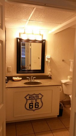 Route 66 Hotel And Conference Center: Baño