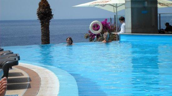 Pestana Promenade Ocean Resort Hotel: Poolside