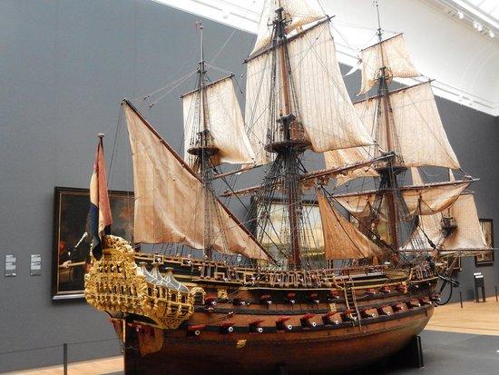 Rijksmuseum (Museo Nacional de Ámsterdam): rijksmuseum - modello di galeone olandese
