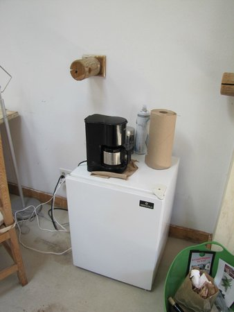 Rancho Gallina: Cord to the coffee pot didn't reach the outlet