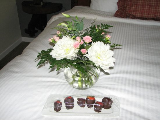 Benmiller Inn & Spa: flowers and strawberries and a hand written note of welcome!