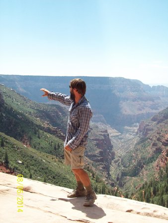 Four Season Guides - Day Hikes: Matt explaining the geology of the Canyon