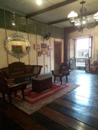 1730 Jesuit House: Living room