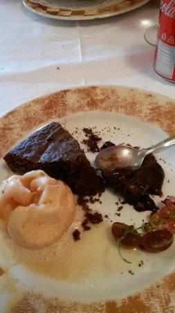 Restaurant El Pigal Casa Kiko: Pastis de Xocolata y gelat se ratafia
