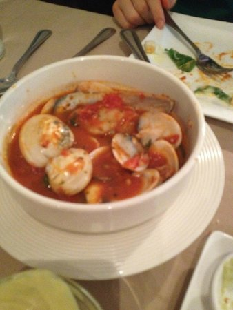 Duomo: giant clams and muscles in tomato sauce, yum!