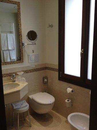 Ai Mori d'Oriente Hotel: badkamer
