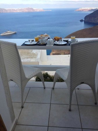 Hotel Thireas : Balcony breakfast