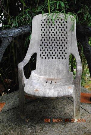 Full Moon House & Resort : Chair on balcony
