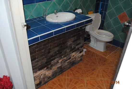 Full Moon House & Resort : Bathroom