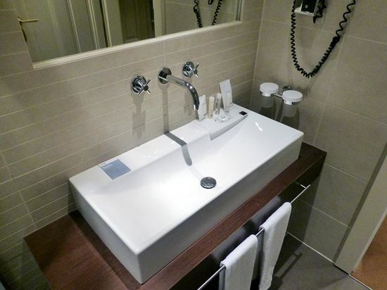 Barcelo Old Town Praha: the sink in standard room