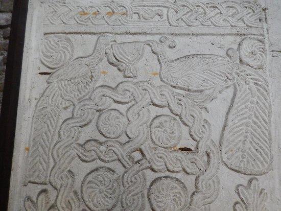 Ss.Quattro Coronati : ss 4 - cappella santa barbara - bassorilievo