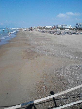Liberty Hotels Lara : Слабый пляж