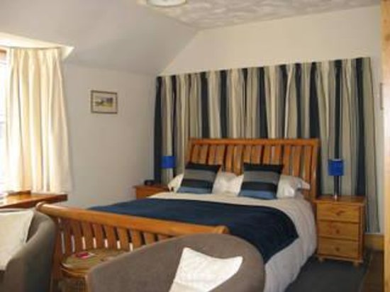 Allt Gynack Guest House : King size bedroom with Private Bathroom