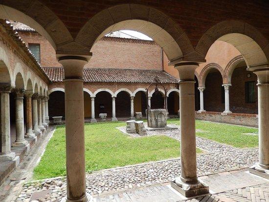 Museo della Cattedrale: museo cattedrale fe - chiostro - 1