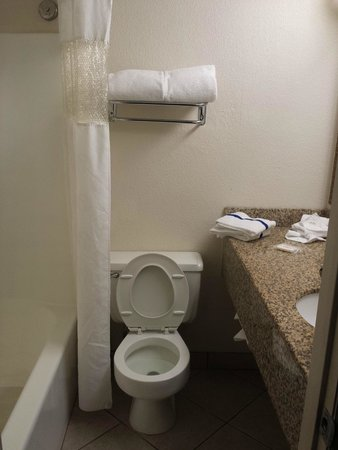 Motel 6 Jacksonville: Bathroom