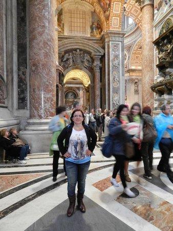 Basilique Saint-Pierre : Imponente