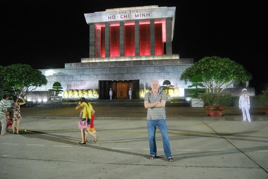 Mausoleo de Ho Chi Minh: In front of the Mausoleum, after the end of the ceremony