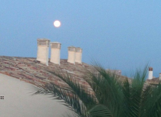 Club Marbella/Regency Palms Crown Resort: Full moon in July