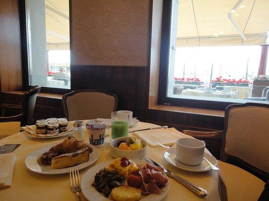 Hotel Monaco & Grand Canal: 朝食