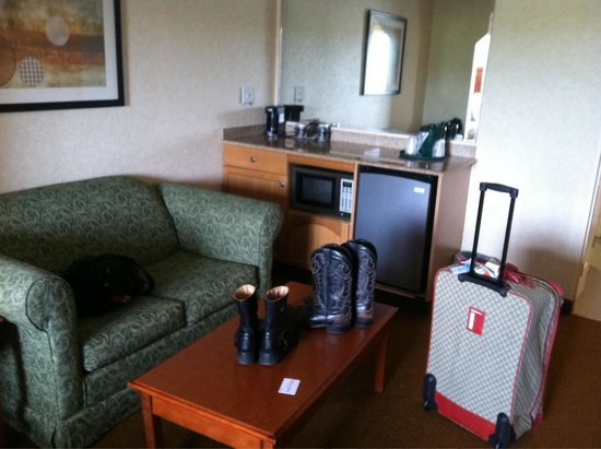 La Quinta Inn & Suites Erie: King room with sleeper