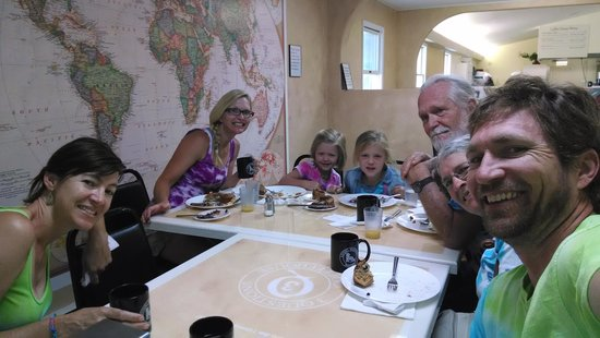 3 Questions Coffee House: happy diners