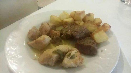 Ristorante delle Piscine: Tris di spezzatini con patate arrosto