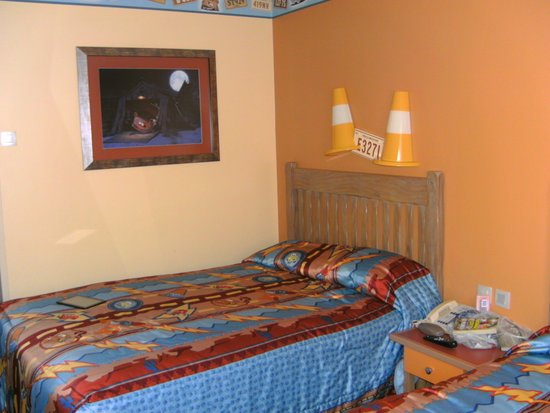 Disney's Hotel Santa Fe: Room and picture on the wall