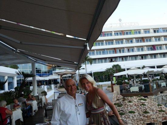 Mediterranean Beach Hotel: 17.07.2014г. Вечером в ресторане, Я и Мариос