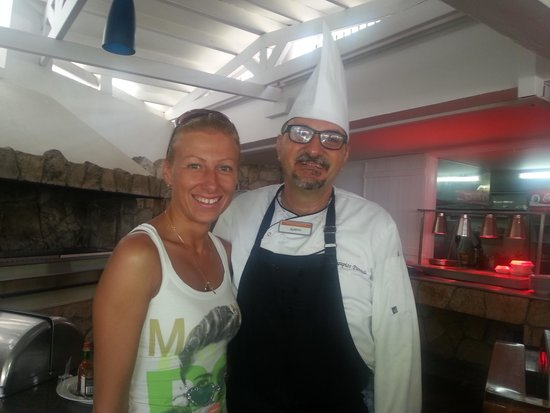 Mediterranean Beach Hotel: 14.07.2014г. Я с шеф поваром ресторана