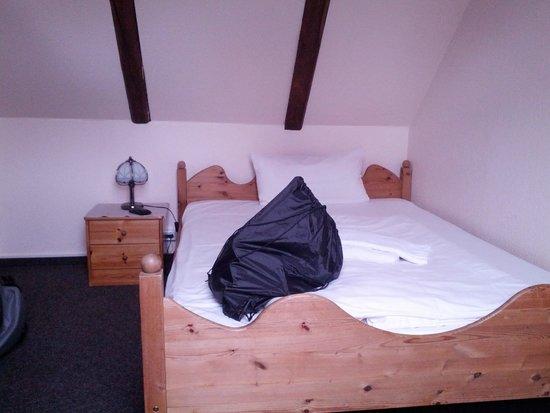 Villa Loewenherz: hartes Doppelbett