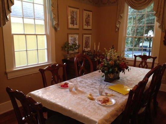 Kirkwood Inn: Complimentary Breakfast