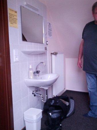 Villa Loewenherz: Waschbecken im Zimmer Sanitärausstattung