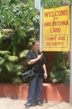 ISKCON Temple - Mumbai: Chant and Be Happy. Good Advice.