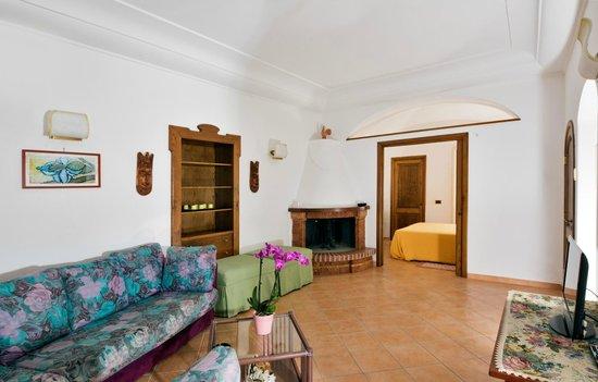 Residence Villa Degli Dei: Nettuno sitting room