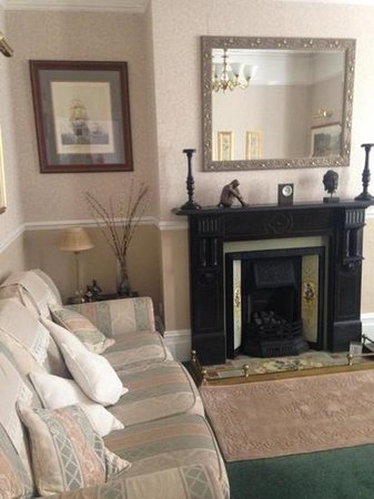 The Mayfair Guest House: Cute lounge area
