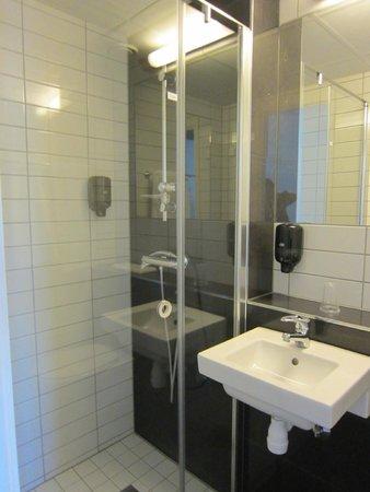Citybox Oslo: bathroom