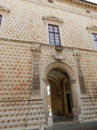 Palazzo dei Diamanti: pal. diamanti - ingresso