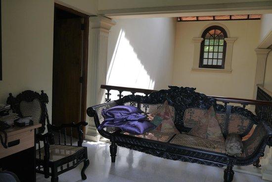 Delma Bungalow: Upstairs Corridor