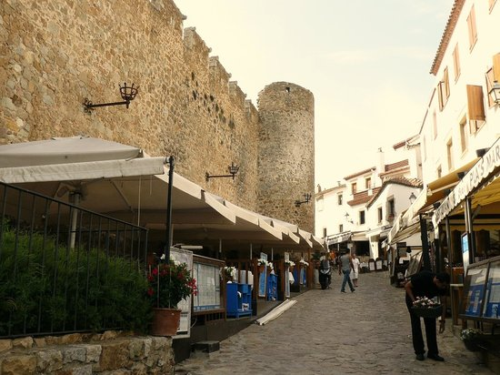 Vila Vella: The old town