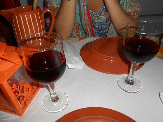 Alfama: Sangria a acompanhar na Tasca da Tininha!