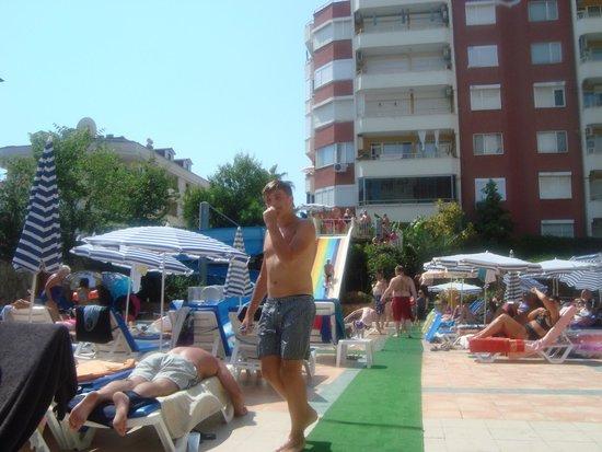 Club Big Blue Suite Hotel: Dejlig pool område