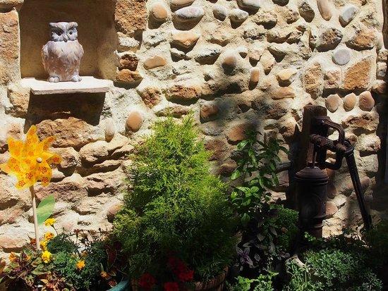Mas du Clos de l'Escarrat : old stoned wall