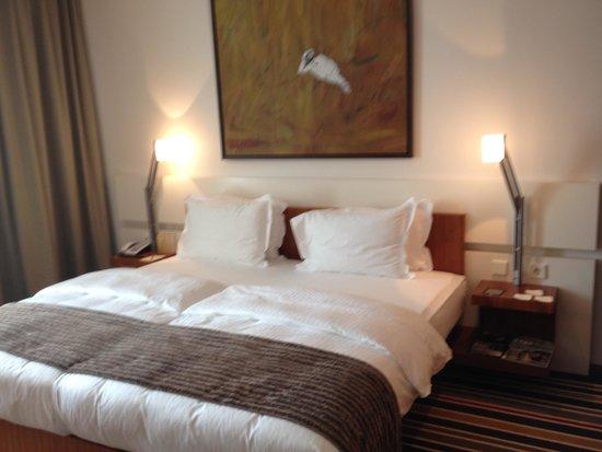 Sofitel Berlin Kurfürstendamm: Bed Deluxe Room