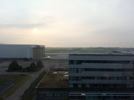 Steigenberger Airport Hotel Amsterdam: The view fro room 610.